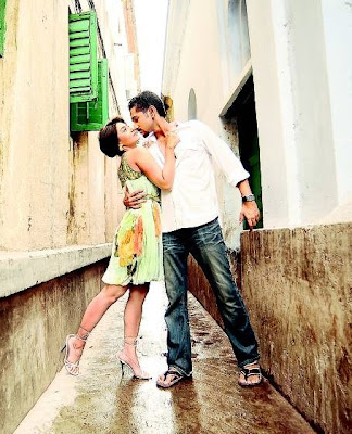 parambrata and swastika intimate for a kiss