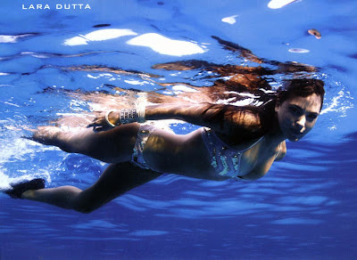 hot-sexy-indian-desi-heroine-hindi-bollywood-actress-lara-dutta-blue-film-movie-underwater-wet-drenched-soaking