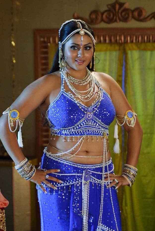 Namitha Dress Change in Caravan http://telugufilmmall.blogspot.com/2010/08/namitha-hot-hot-photos.html