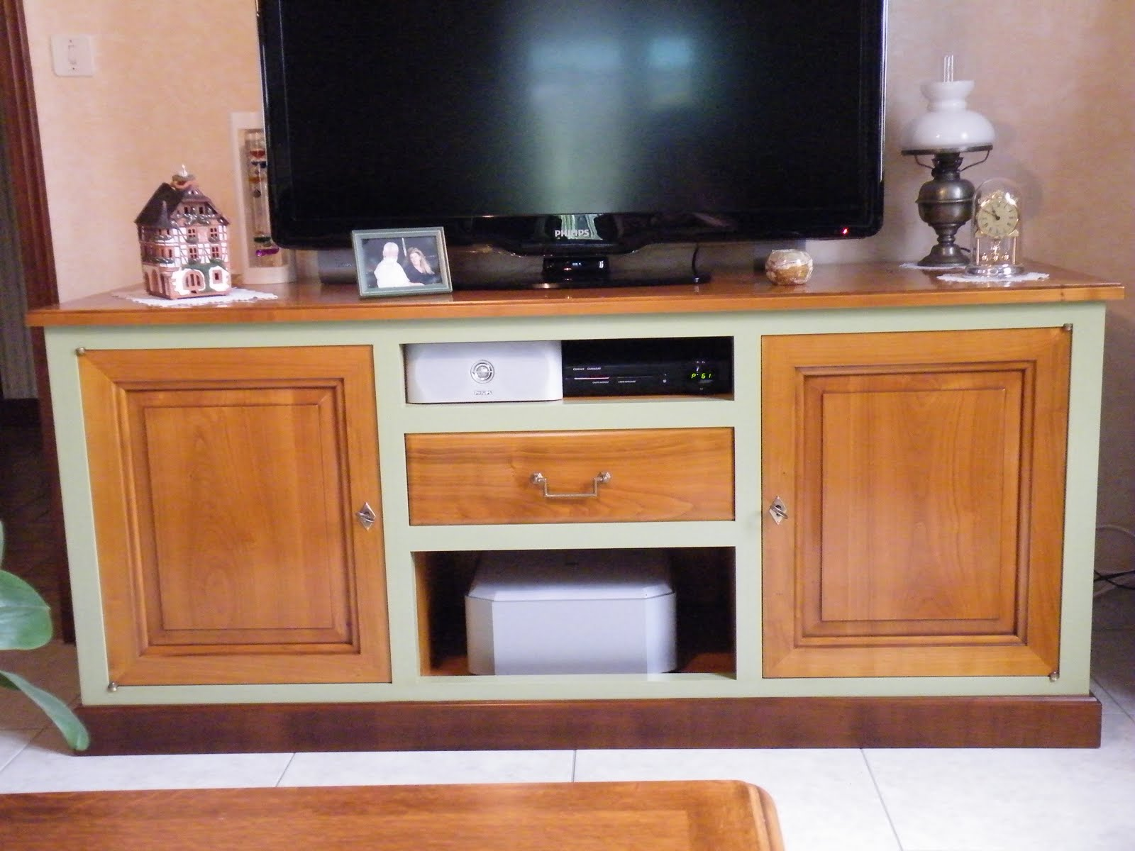 table television ecran plat en bois table de lit
