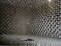 Fotografía de la cambra anecoica del laboratori d'Acústica, Facultat Enginyeria, Lasalle Bonanova, Universitat Ramon Llull