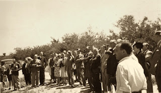 Fernando Pozzo inaugurando el monolito en homenaje a Hudson