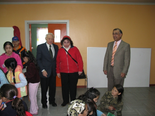 Docente Sra. María Eugenia con Autoridades de Corporación de Educación