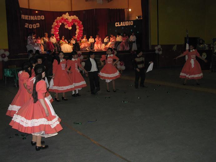 PRESENTACIÓN  del Grupo de Bailes Folclóricos