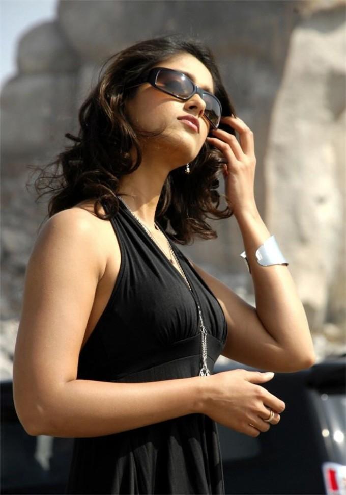 , Ileana d Cruz Black Dress Stills