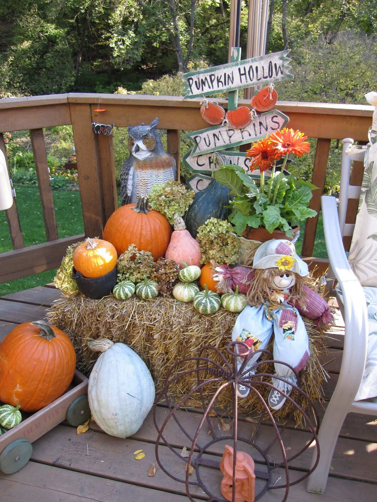 The lazy peacock fall outdoor decor Fall outdoor decorating with pumpkins