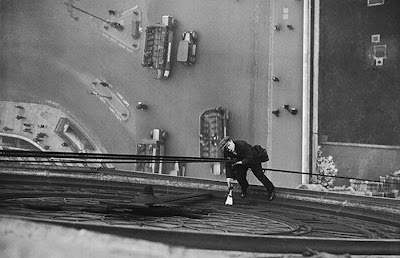 The World's Most Fearless Cleaners Seen On www.coolpicturegallery.us