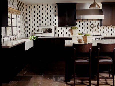 The combination of light and dark cabinetry colors blend with rich