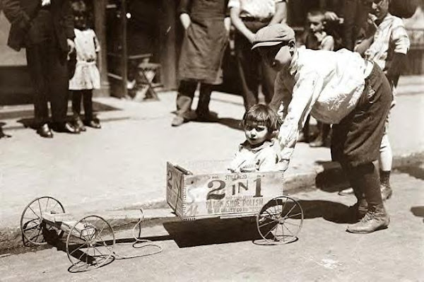 Soap Box Derby on a New York street. Circa 1918