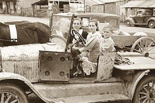 Family in farm truck, San Augustine, Texas, Saturday, 1939
