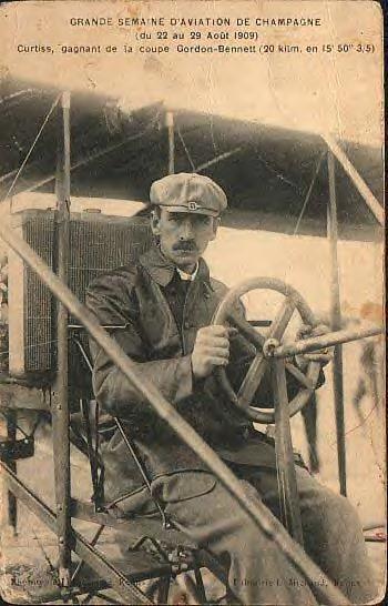 Glenn Curtiss. 1909