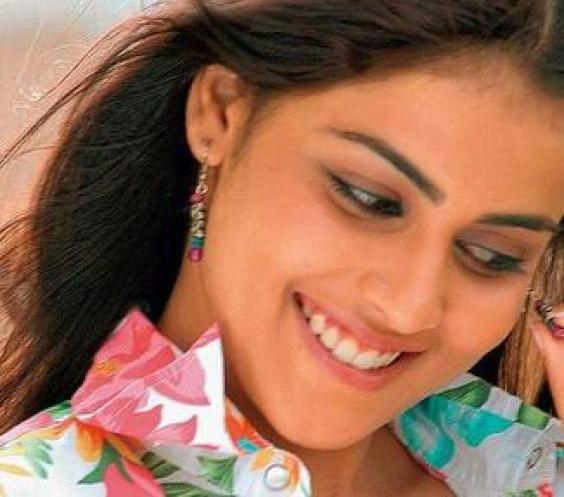Genelia Wallpapers, Photos, Images, Genelia Pictures Gallery