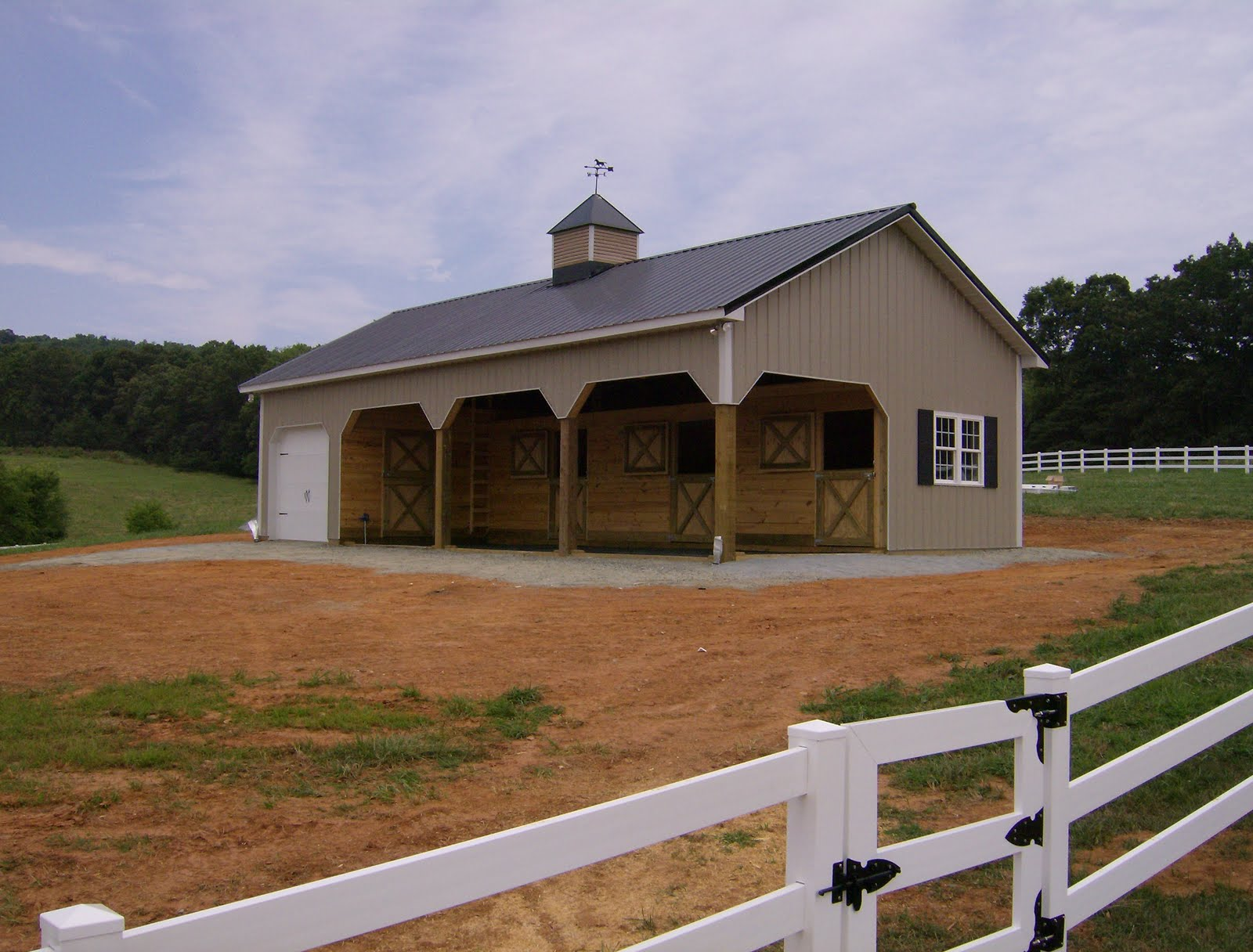 Metal horse barns for 4 horse barn