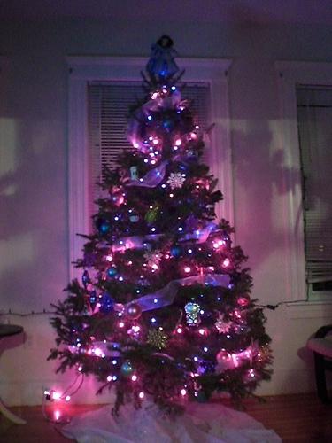 Las fiestas llegaron ya decora tu arbol de navidad de - Arbol de navidad morado ...