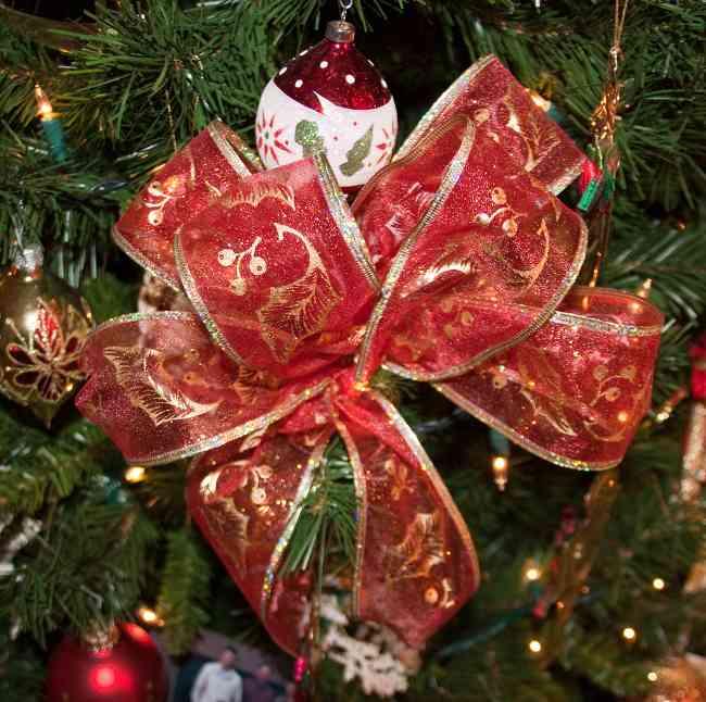 las fiestas llegaron ya decora tu arbol de navidad con lazos