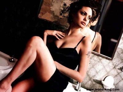 [Angelina+Jolie+lingerie.jpg]