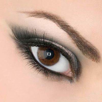 how to apply eye makeup, brow bone, makeup brush, eye pencil, medium