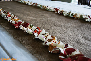 http://www.aglimpseinsideblog.com/2010/11/table-runner-with-tutorial.html
