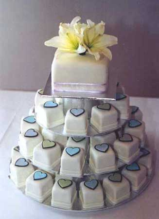 wedding cakes with flowers. And trends in wedding cakes,