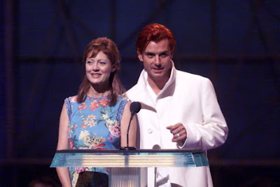 Susan Sarandon And Gavin Rossdale Present The Award For Best Female Video During 1999 MTV Music Awards