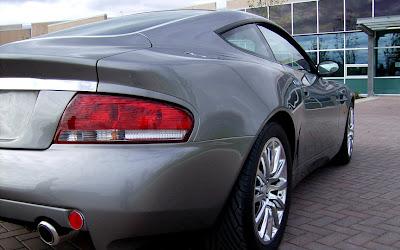 Aston 3 James Bond Aston Martin Vanquish V12 Replica   Based On Ford Mustang Photos