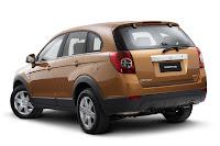 SPY SHOTS: 2011 Chevrolet / Holden Captiva SUV with Aveo esque Fascia Photos