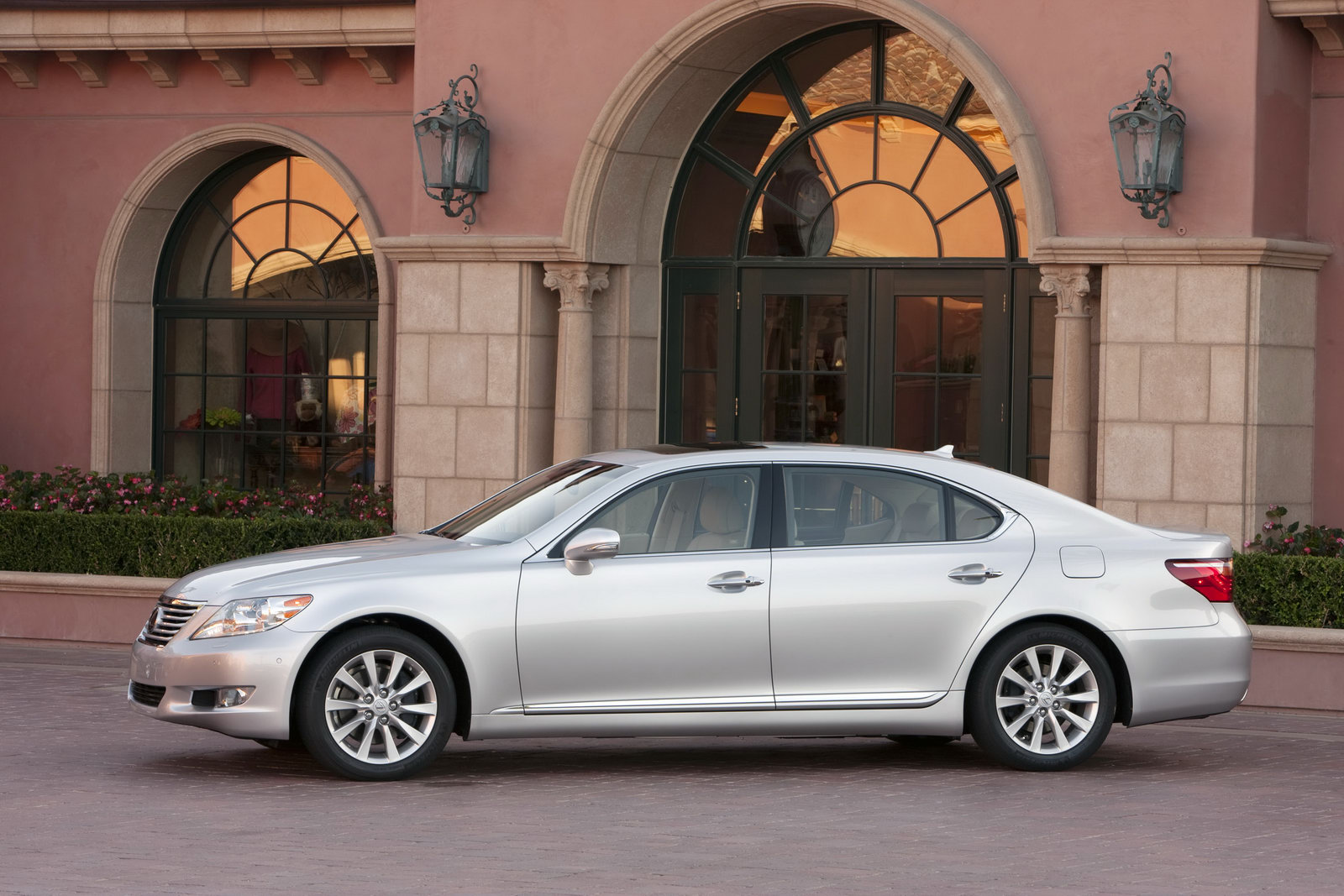 Toyota to Recall 11,500 Lexus LS Models Worldwide
