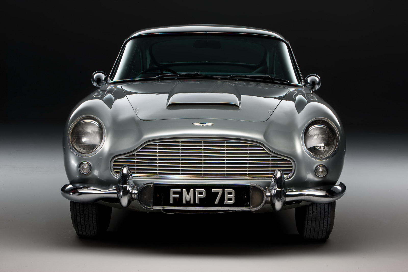 james bond 39 s original 39 007 39 aston martin db5 up for sale plus 1. Cars Review. Best American Auto & Cars Review