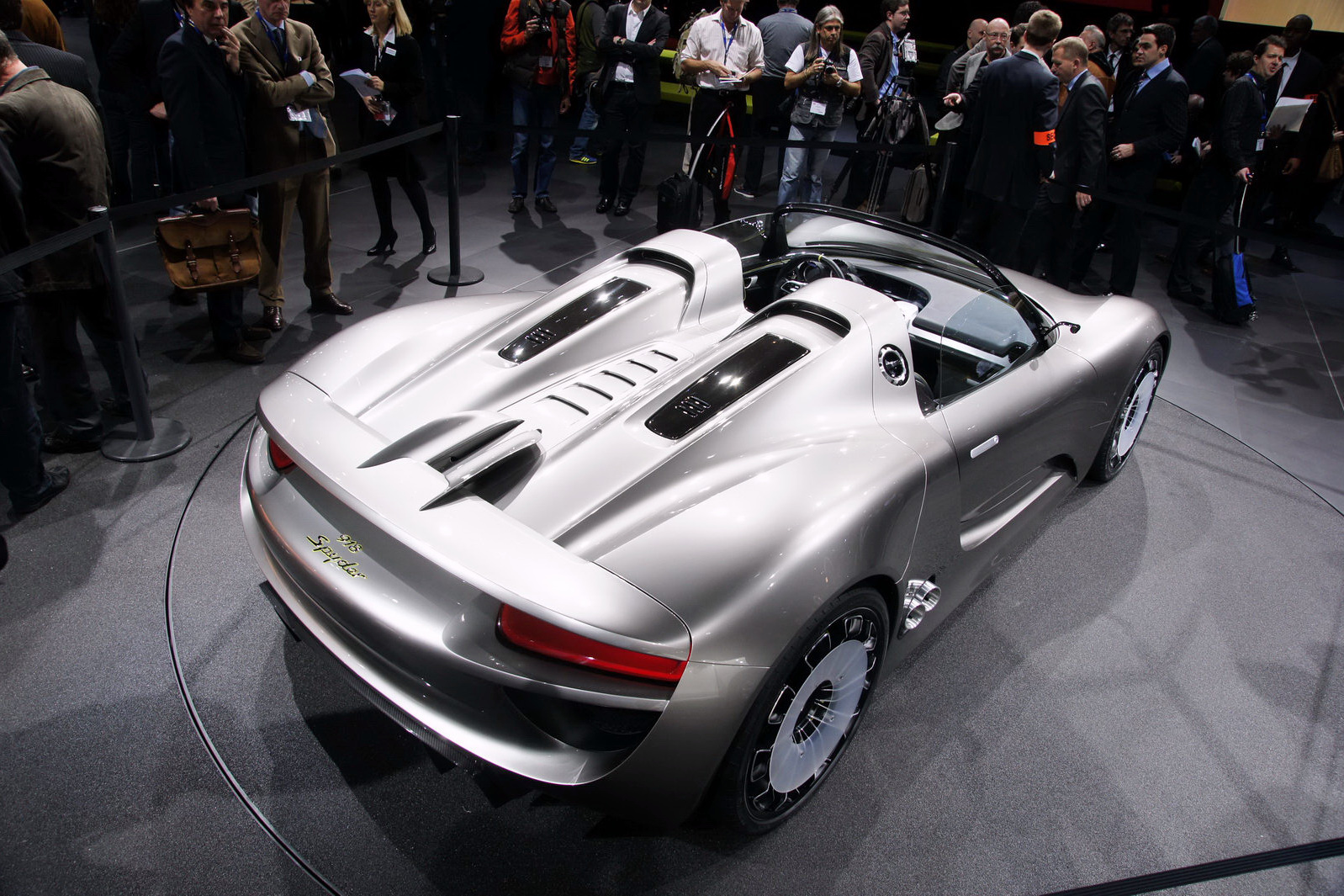 report claims porsche may price 918 spyder at 630 000 or 1 5 times. Black Bedroom Furniture Sets. Home Design Ideas