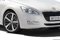 2011 Peugeot 508 13 New Peugeot 508 Officially Unveiled gets HYbrid4 Variant with 200HP and AWD