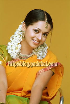 Tamil Heroine Bhavana in halfsaree homely beautiful still