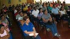Empleados y obreros contratados atentos a las palabras del Rector