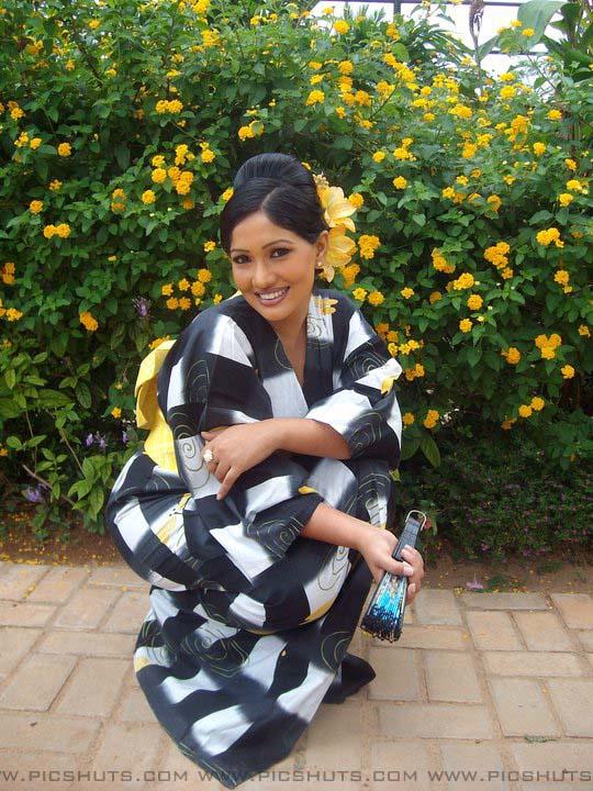http://4.bp.blogspot.com/_FpC-eLEpDtM/S-mLZ3e1BiI/AAAAAAAAcWc/04eaxYeB2Ys/s1600/Piyumi+Shanika+Botheju_13_asiachicks.blogsot.com.jpg