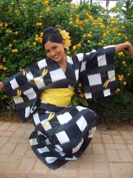 http://4.bp.blogspot.com/_FpC-eLEpDtM/S-mLZZQ_qII/AAAAAAAAcWU/bwy9qSYhVZE/s1600/Piyumi+Shanika+Botheju_14_asiachicks.blogsot.com.jpg