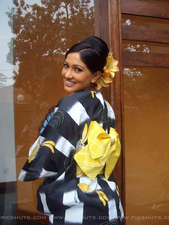 http://4.bp.blogspot.com/_FpC-eLEpDtM/S-mMxsvqzpI/AAAAAAAAcXk/ep-06deHYCg/s1600/Piyumi+Shanika+Botheju_4_asiachicks.blogsot.com.jpg