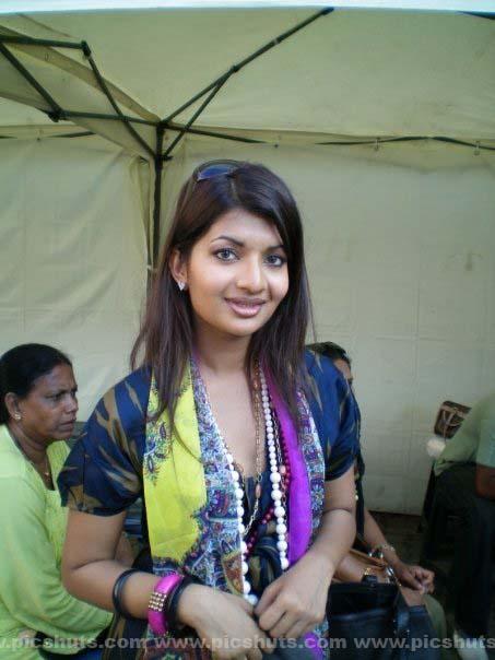 [Gamya_Prasadini_9_asiachicks.blogspot.com.jpg]