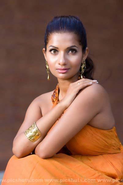 [Gamya_Prasadini_23_asiachicks.blogspot.vom.jpg]