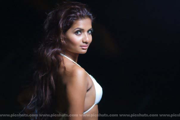 [Gamya_Prasadini_25_asiachicks.blogspot.vom.jpg]