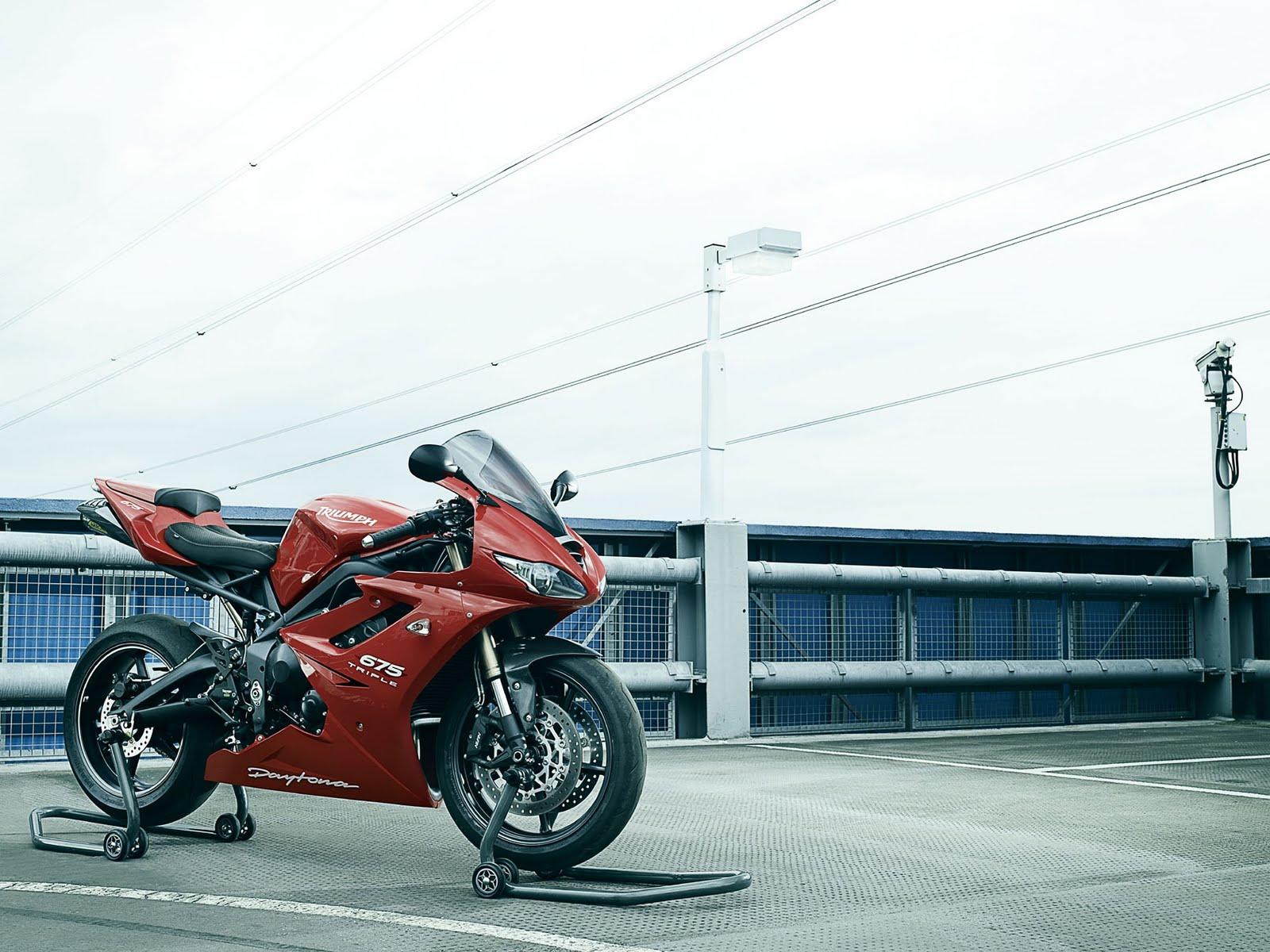 http://4.bp.blogspot.com/_FpGcbrYTyDw/S78_fLsCZ3I/AAAAAAAAAdY/-Rh9-VaEvDM/s1600/2010+Triumph+Daytona+675.jpg