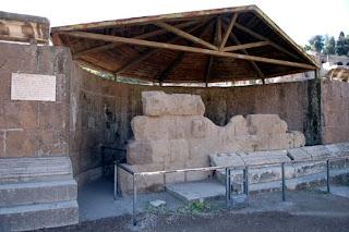 Monumenti del foro romano il tempio del divo giulio - Howard divo del passato ...