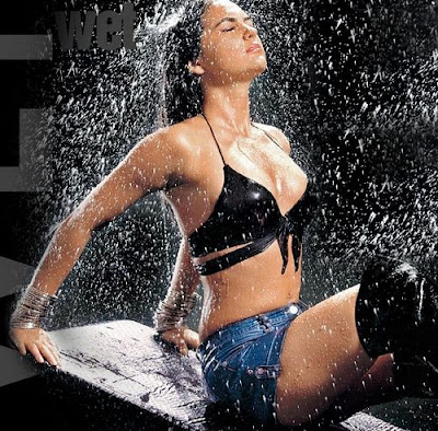 10 Hot Moments of Wet Bollywood