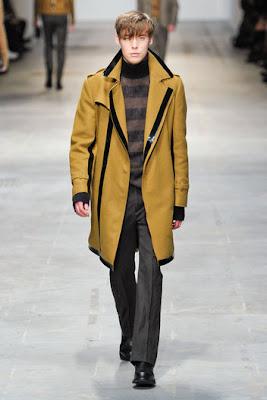 15 01 2011. Il designer Ennio Capasa presenta per il prossimo Autunno- Inverno una collezione da toccare 8f315c9dfab