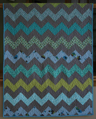 Chevron Quilt Pattern Using Jelly Roll : Quality Sewing Tutorials: Chevron Quilt tutorial by Crazy Mom Quilts