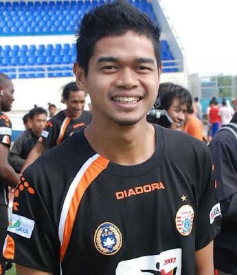 http://4.bp.blogspot.com/_FzOZRiDFuDs/TTWucw6JnFI/AAAAAAAABMQ/8JfSSGsRnKI/s1600/profil-Bambang-Pamungkas.jpg