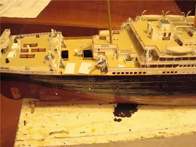 Dude Builds Paper Model of the Titanic Seen On www.coolpicturegallery.net
