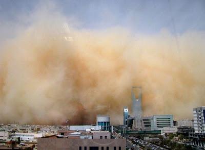 badai pasir terbang