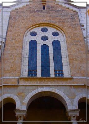 окна монастыря, витражи