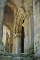 Santa María del Naranco, escaleras