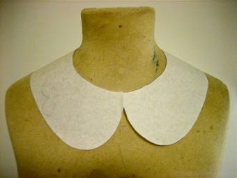 Peter Pan Collar Template http://natalieborn.blogspot.com/2010/11/naughty-peter-pan-collar.html
