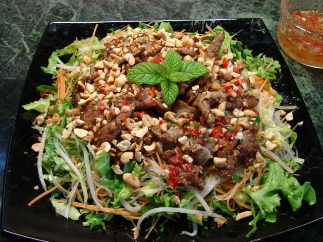 ... Food Galore: Bun Bo Xao (Vietnamese beef and glass noodle salad